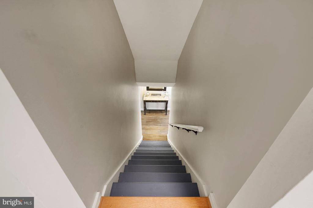Staircase to lower level - 3030 N QUINCY ST, ARLINGTON