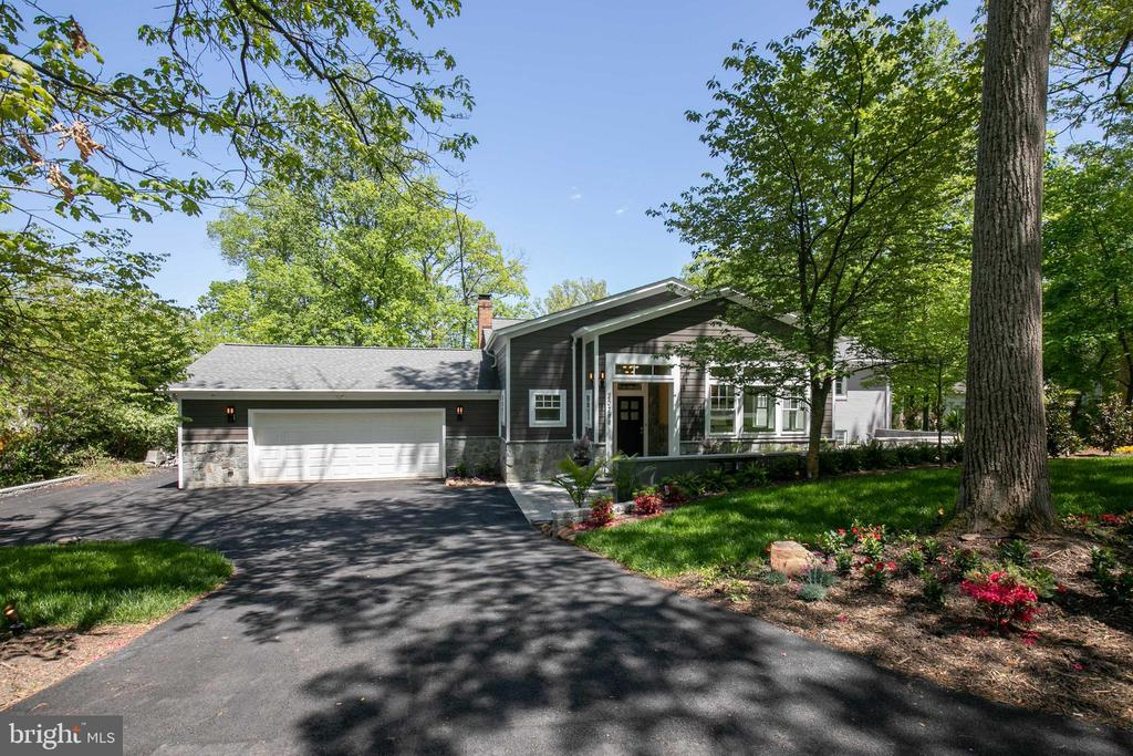 Welcome home to 20284 Broad Run Drive Sterling, VA - 20284 BROAD RUN DR, STERLING