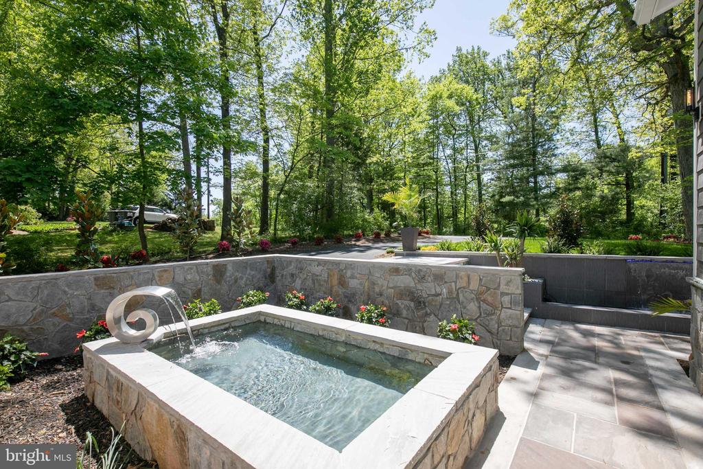 Reflecting pond with waterfall - 20284 BROAD RUN DR, STERLING
