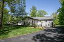 Amazing landscaping - 20284 BROAD RUN DR, STERLING