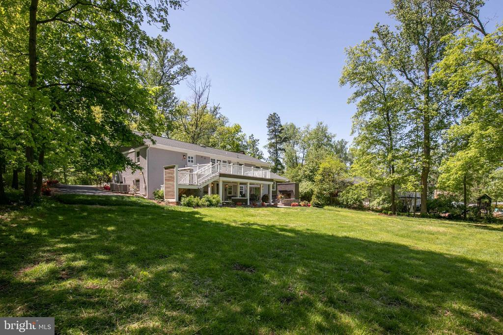 0.77 acre yard for the best county living - 20284 BROAD RUN DR, STERLING