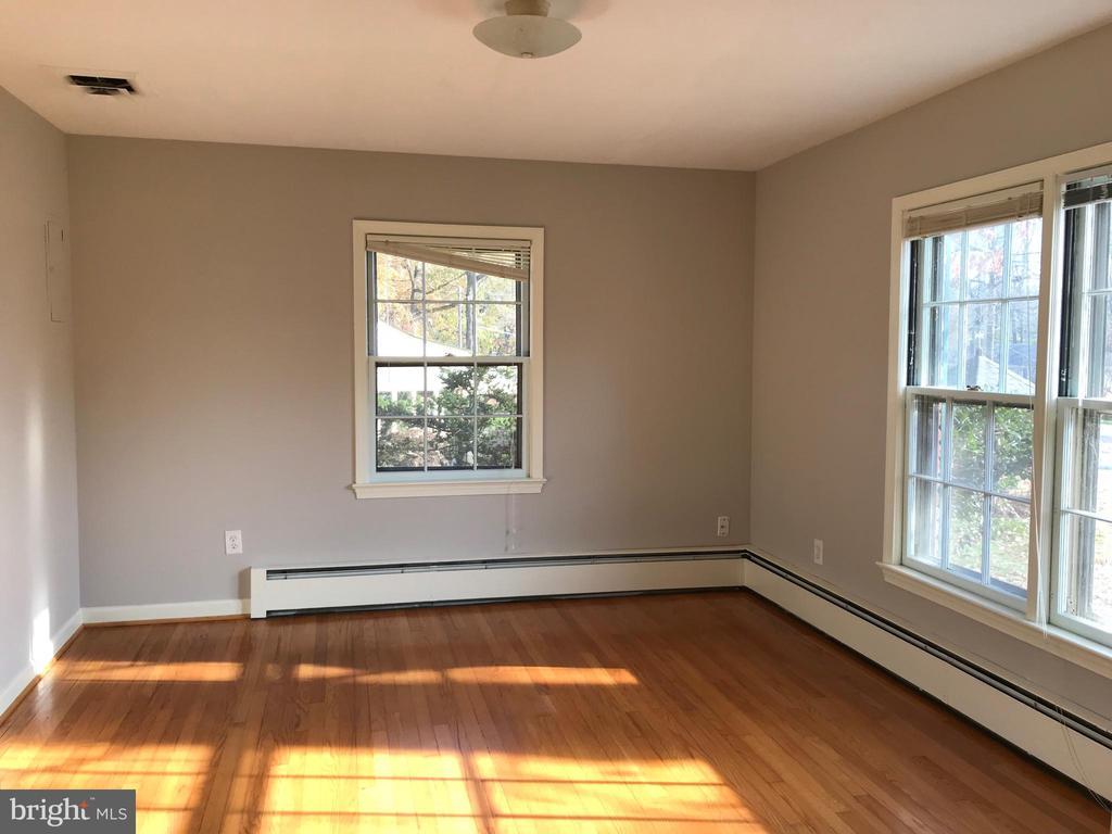 Main level bedroom 2 - 6218 GLENVIEW CT, ALEXANDRIA