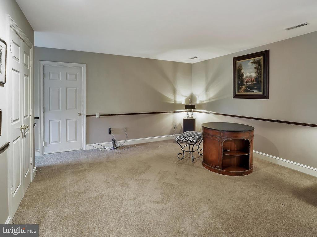 Master sitting room with extra closets and Eve - 11667 FAIRMONT PL, IJAMSVILLE