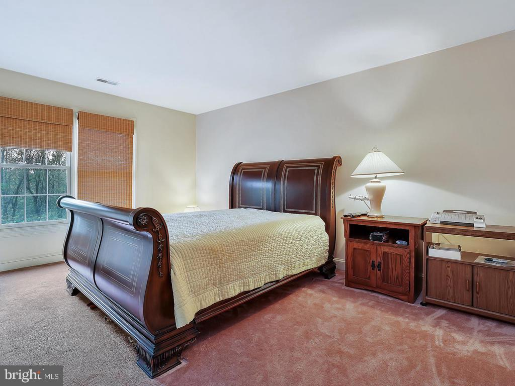 Upper level bedroom 2 with carpet - 11667 FAIRMONT PL, IJAMSVILLE