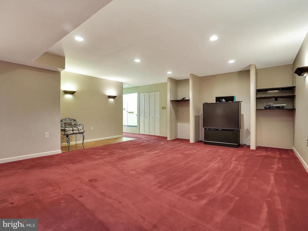 Plenty of space for a theater room or game table - 11667 FAIRMONT PL, IJAMSVILLE