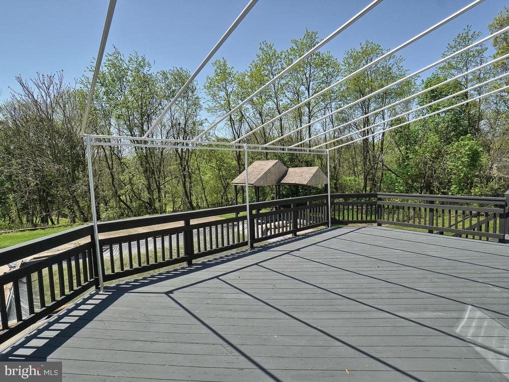 Deck offers Awning perfect for shade on hot days - 11667 FAIRMONT PL, IJAMSVILLE