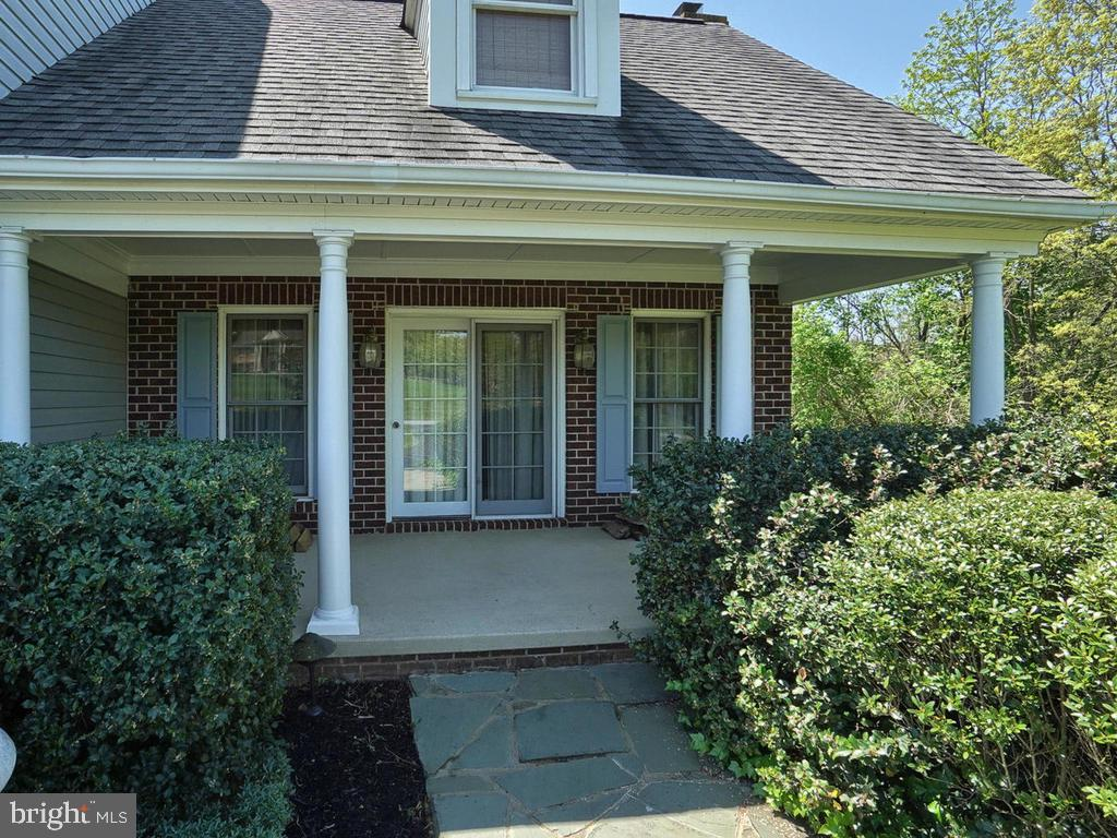 Covered front porch off family room - 11667 FAIRMONT PL, IJAMSVILLE