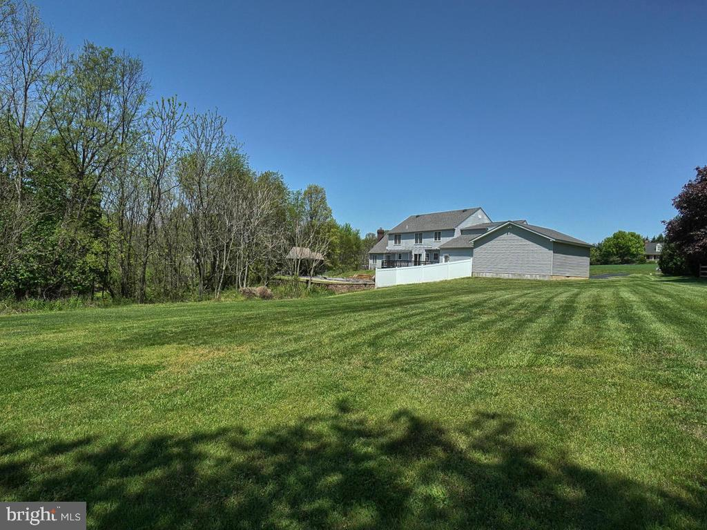 Plenty of room for games, entertaining or pets - 11667 FAIRMONT PL, IJAMSVILLE