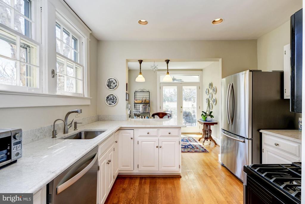 Bright Eat-In Kitchen - 3828 GRAMERCY ST NW, WASHINGTON