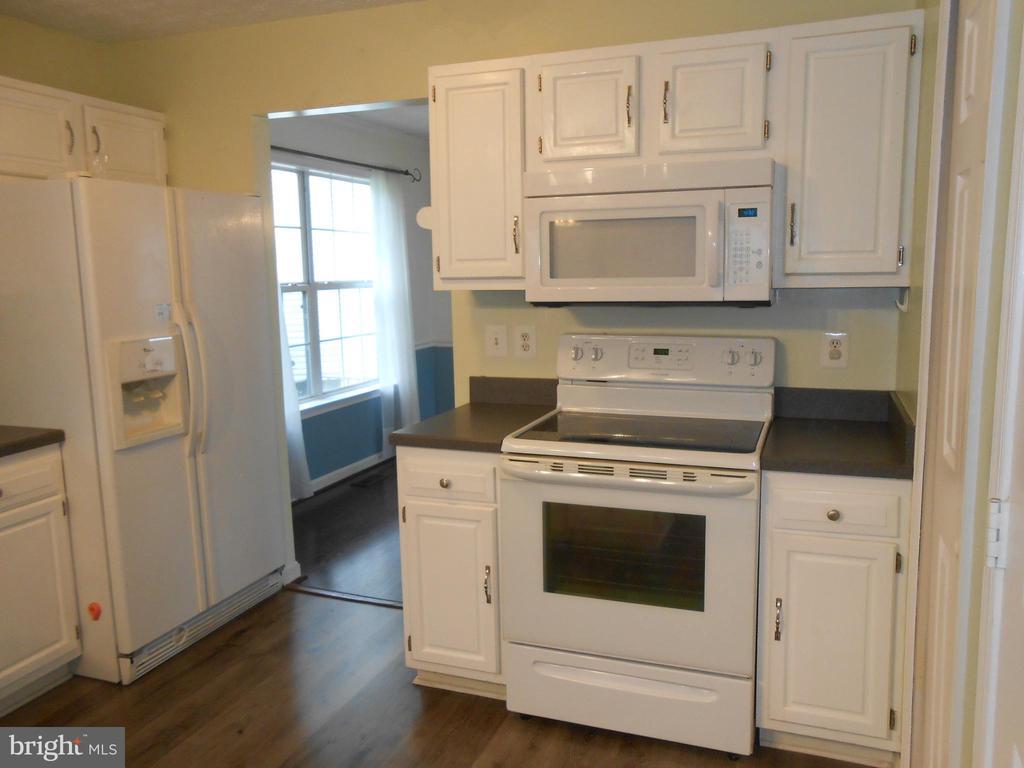 Kitchen has Pantry - 10472 LABRADOR LOOP, MANASSAS