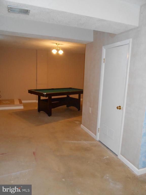 L Shaped Rec Room - 10472 LABRADOR LOOP, MANASSAS