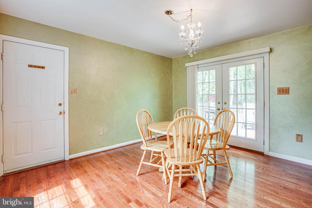 Bright dining room has dedicated windows - 9521 RAPIDAN DR, FREDERICKSBURG