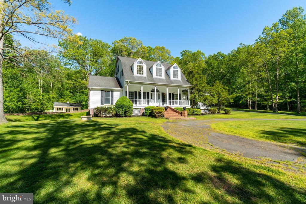 Custom home is charming & elegant on 6.62 Acres - 646 HOLLY CORNER RD, FREDERICKSBURG
