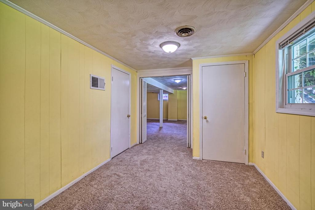 Bonus room, perfect for play, crafts or~office - 2612 HILLSMAN ST, FALLS CHURCH
