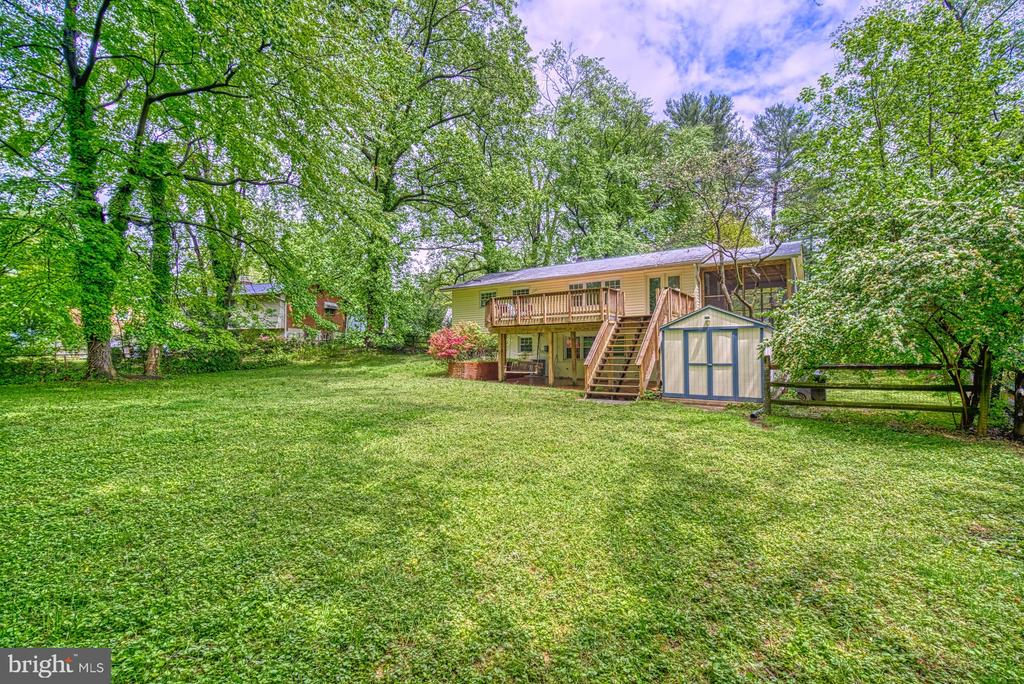 Large private lot! Garden~shed, swing under deck. - 2612 HILLSMAN ST, FALLS CHURCH