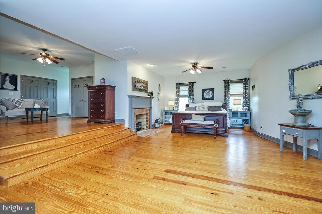 Spacious Master  Bedroom with gas fireplace - 345 GRIMSLEY RD, FLINT HILL