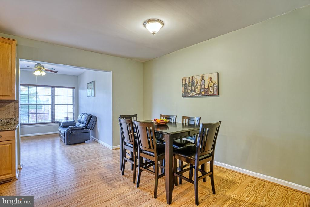 Huge kitchen~eat-in place - 8919 BENCHMARK LN, BRISTOW