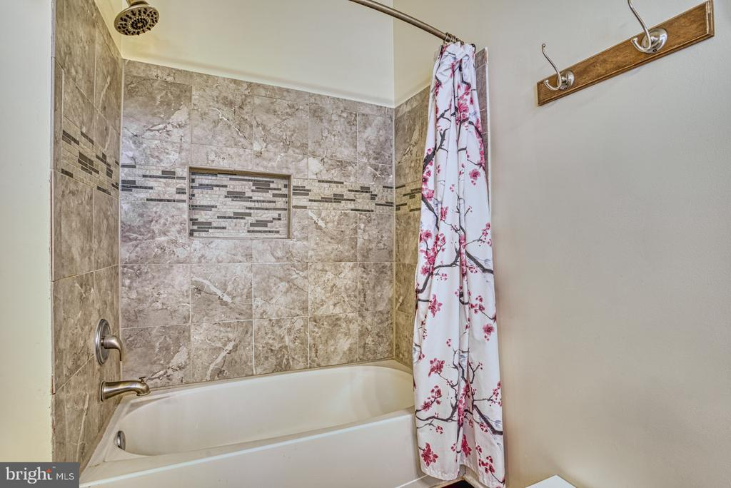 Updated tile in master shower - 8919 BENCHMARK LN, BRISTOW