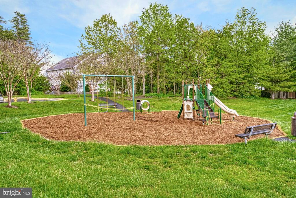 Tot lot right behind~house - 8919 BENCHMARK LN, BRISTOW