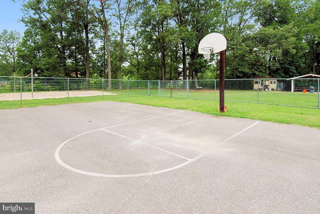 Ulmstead Estates Basketball Court - 1058 ULMSTEAD CIR, ARNOLD