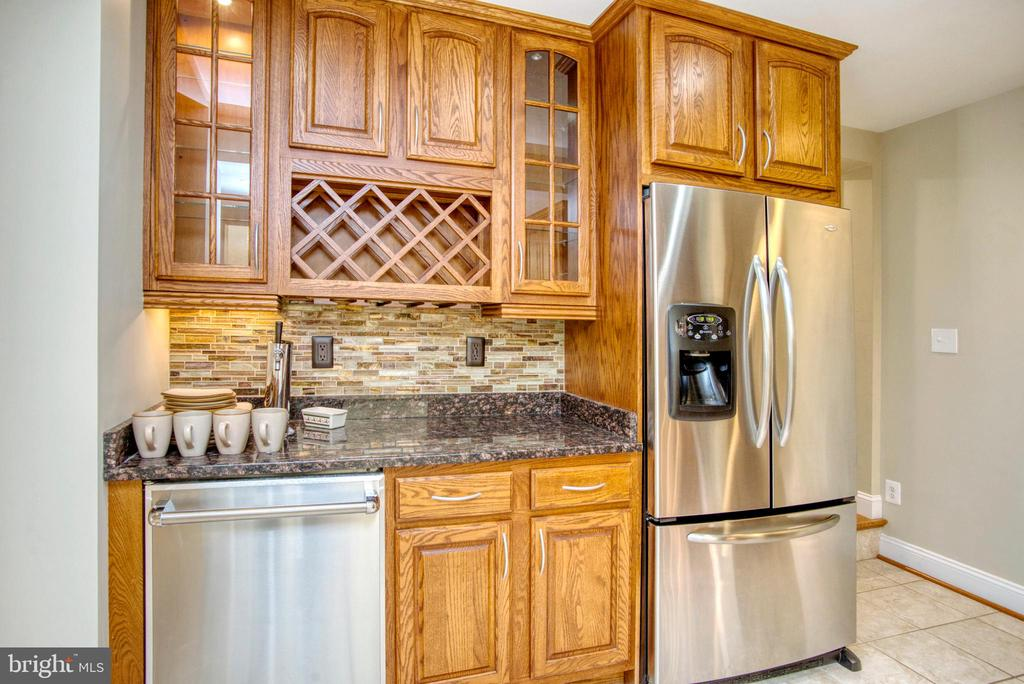 Kitchen w. Kegerator built in - 12427 POTOMAC VIEW DR, NEWBURG