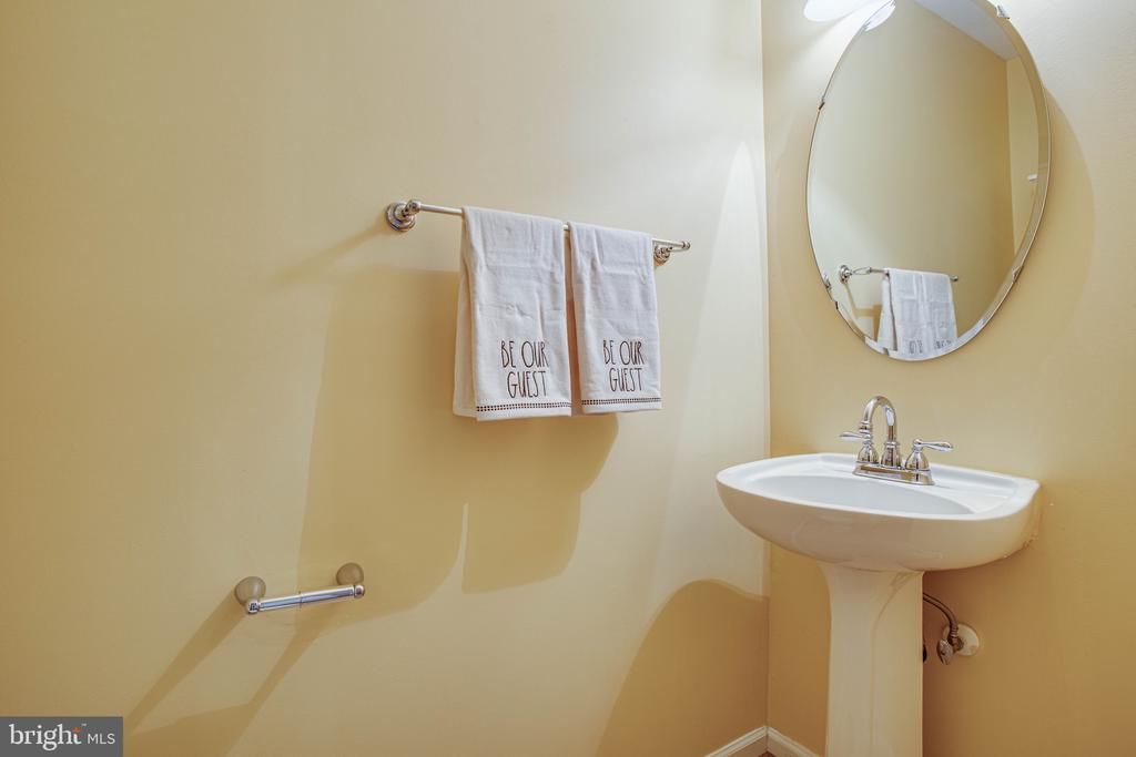 Powder Room - 10001 GRASS MARKET CT, FREDERICKSBURG