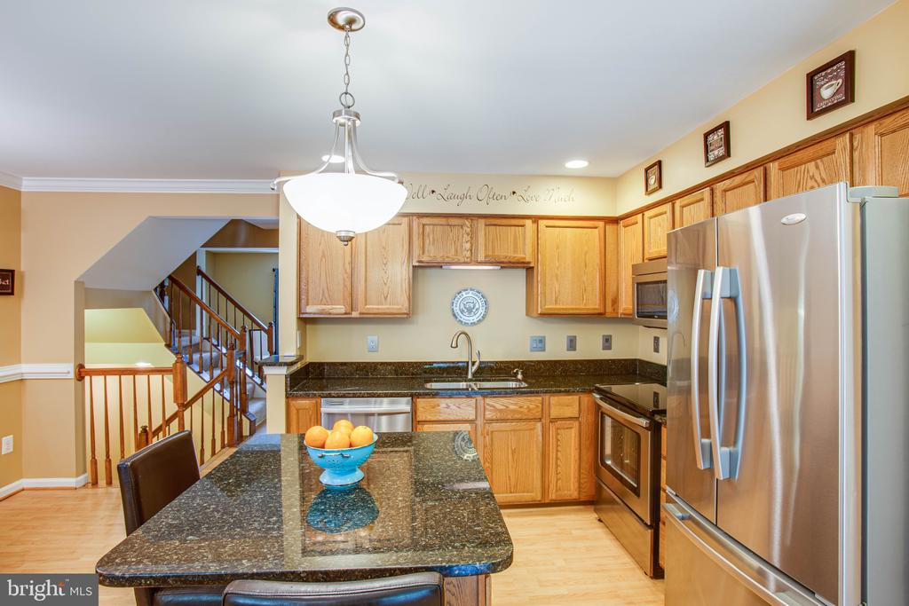 Upgraded Granite Counter Tops w/ Island - 10001 GRASS MARKET CT, FREDERICKSBURG