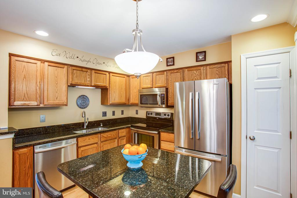 Stainless Steel Appliances! - 10001 GRASS MARKET CT, FREDERICKSBURG