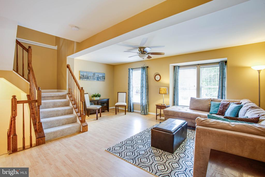 Spacious Living Room - 10001 GRASS MARKET CT, FREDERICKSBURG