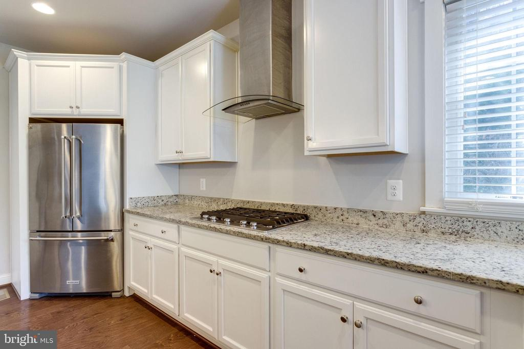Gas Stove and Range Hood - 2050 ARCH DR, FALLS CHURCH