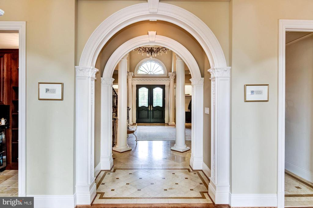 Foyer - 8913 GALLANT GREEN DR, MCLEAN