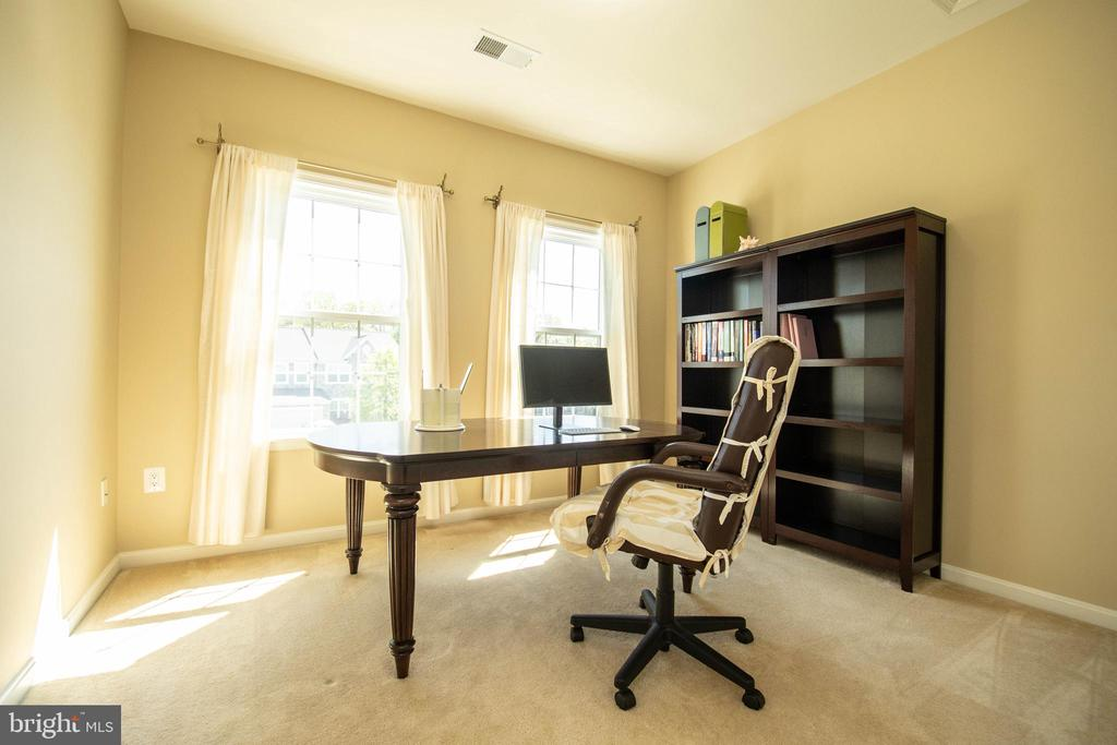 Upstairs Bedroom #2 - 42422 CHAMOIS CT, STERLING