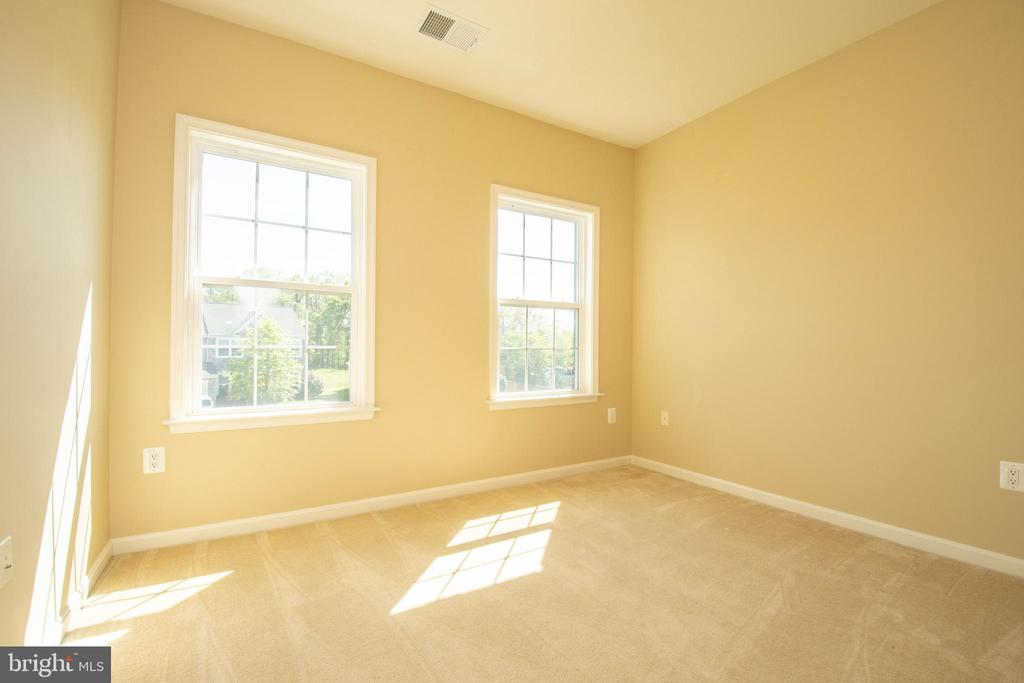 Upstairs Bedroom #5 - 42422 CHAMOIS CT, STERLING