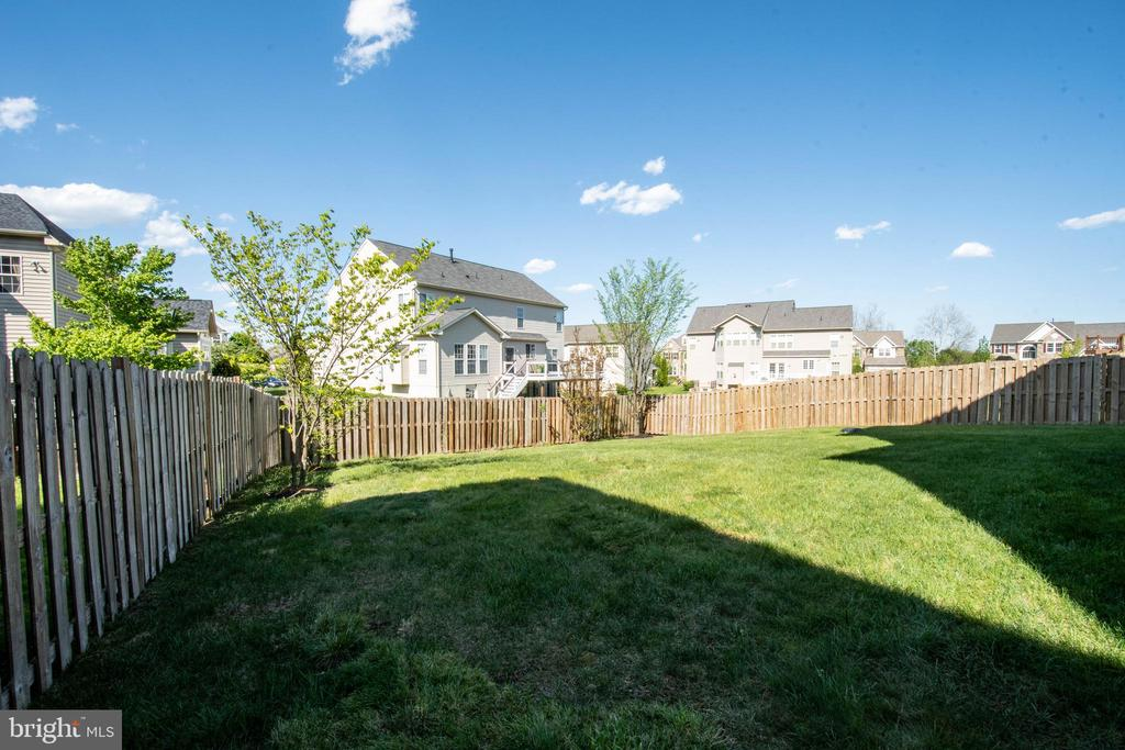 Fenced backyard - 42422 CHAMOIS CT, STERLING