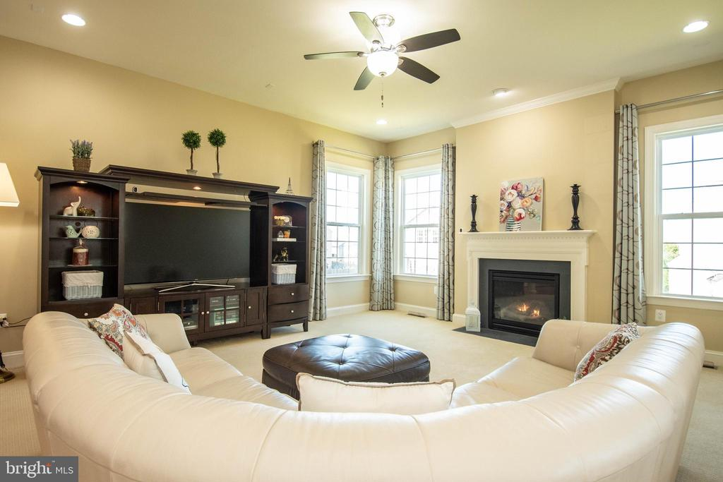 Family Room with gas fireplace - 42422 CHAMOIS CT, STERLING