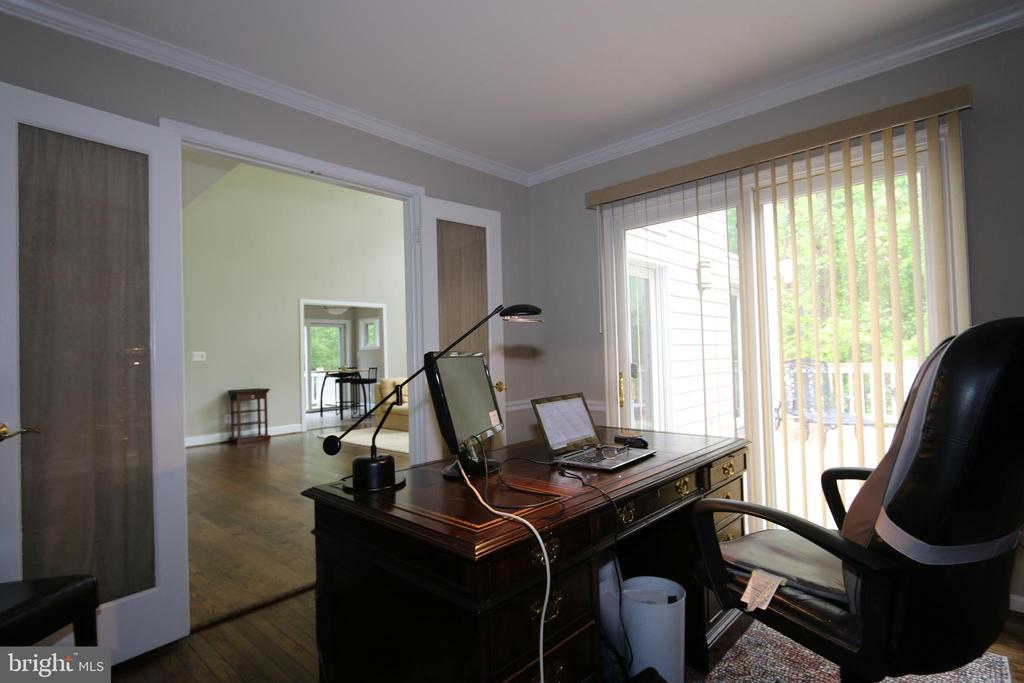 Study looking to family room, glass doors to deck - 10651 OAKTON RIDGE CT, OAKTON