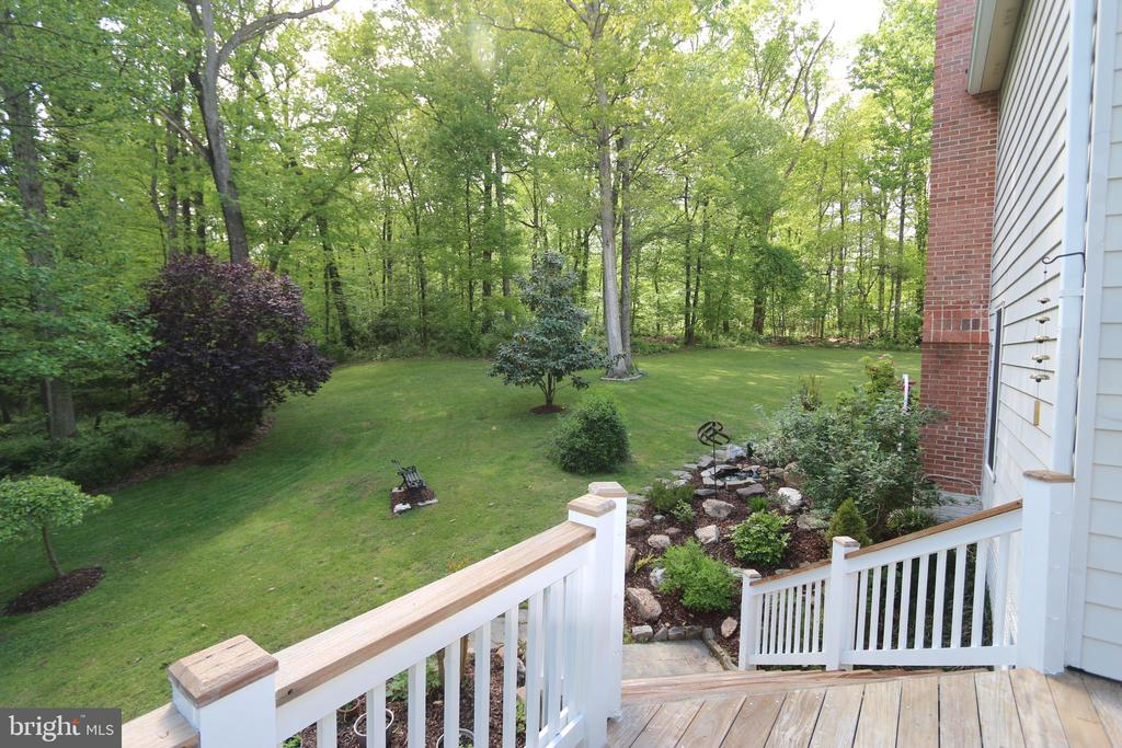 Main Deck looking to yard tree views - 10651 OAKTON RIDGE CT, OAKTON