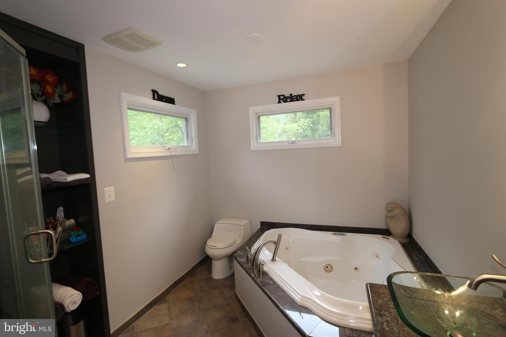 Updated master bathroom - 10651 OAKTON RIDGE CT, OAKTON