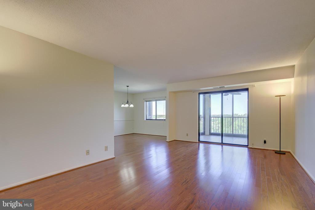 Living Room - View Towards Sun Room/Screened-Porch - 5901 MOUNT EAGLE DR #1115, ALEXANDRIA