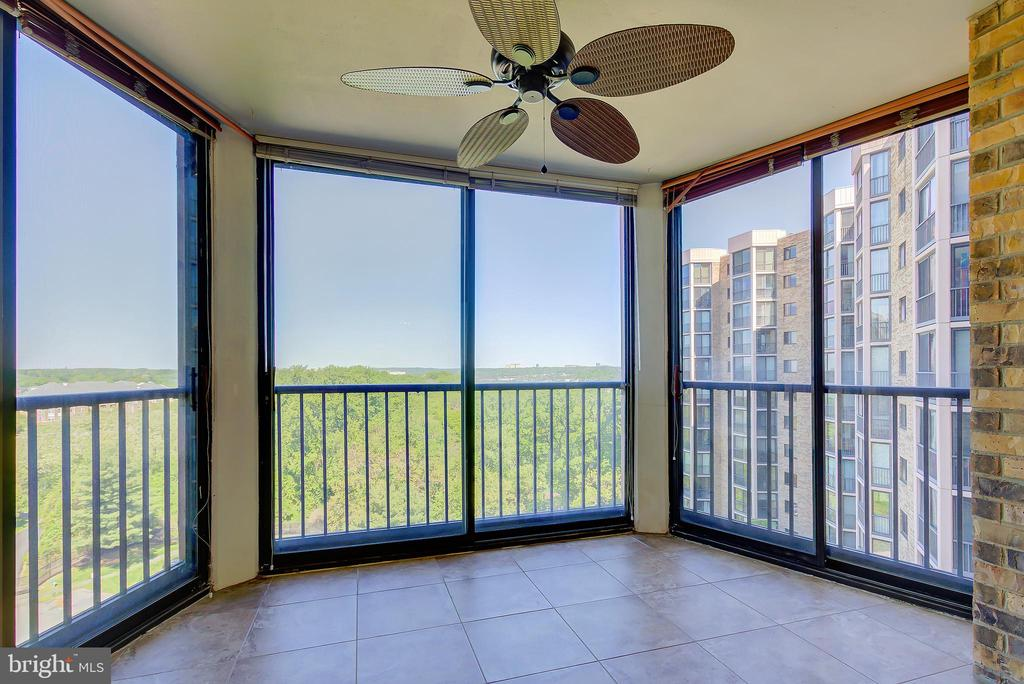Sun Room/Screened-Porch - Additional Living Space! - 5901 MOUNT EAGLE DR #1115, ALEXANDRIA