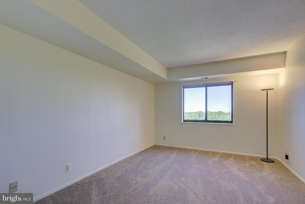Bedroom #2 - Also Is Exceptionally Spacious - 5901 MOUNT EAGLE DR #1115, ALEXANDRIA