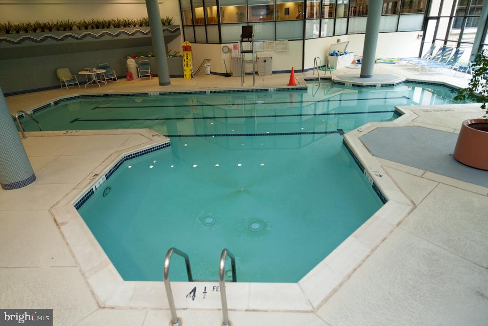 Montebello Indoor Year-Round Saltwater Pool! - 5901 MOUNT EAGLE DR #1115, ALEXANDRIA