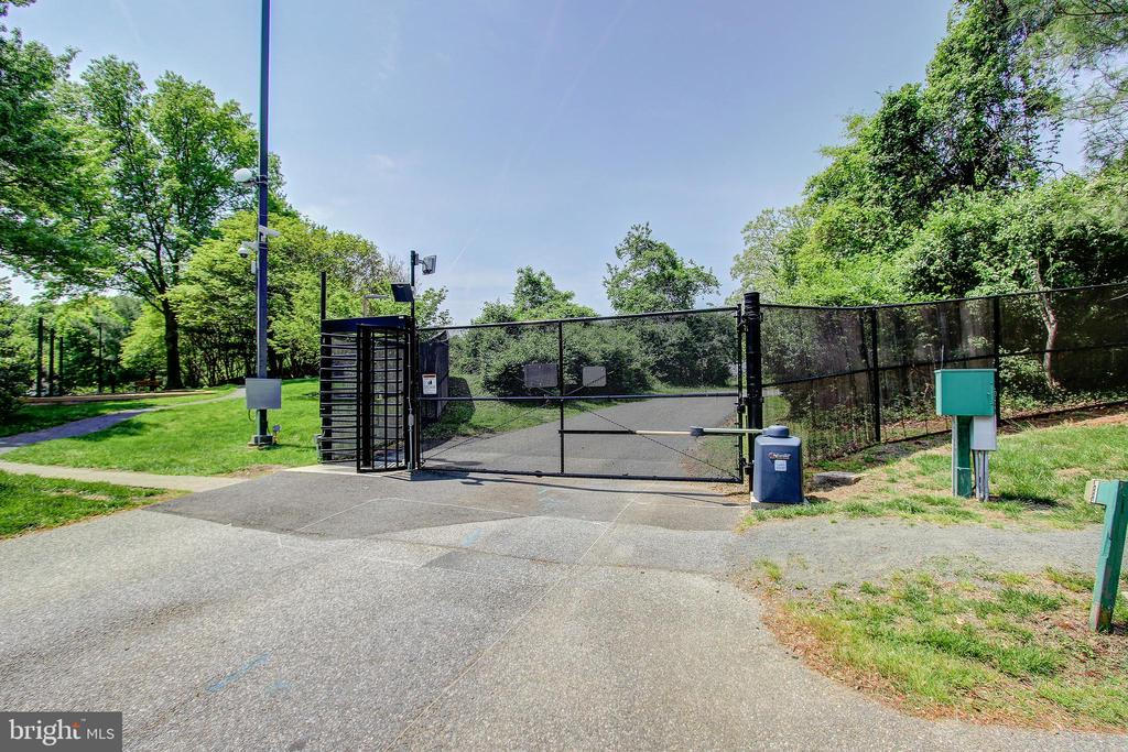 Back-Gate Entrance - Just 5 Minute Walk to Metro! - 5901 MOUNT EAGLE DR #1115, ALEXANDRIA