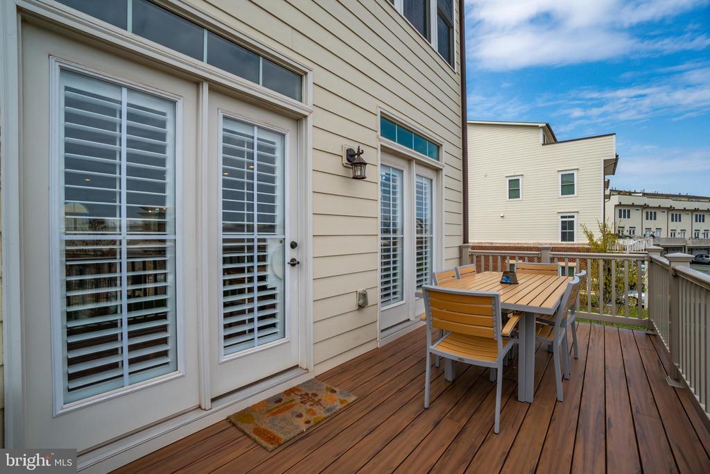 Back porch deck - 20668 DUXBURY TER, ASHBURN