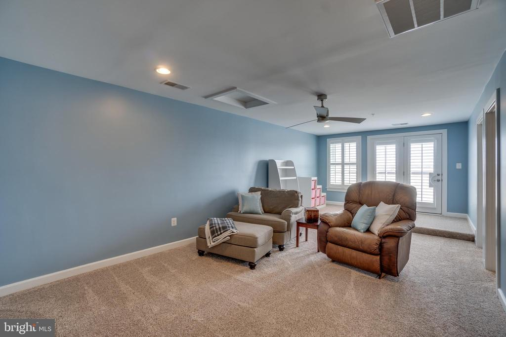 4rth floor with new carpet/enhanced padding - 20668 DUXBURY TER, ASHBURN