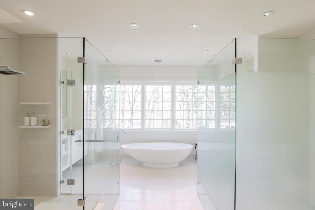 The soaking tub is a focal point of the bath - 3717 27TH ST N, ARLINGTON