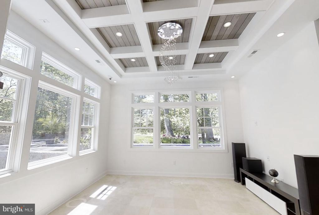 Great Room with Coffered Ceiling - 20284 BROAD RUN DR, STERLING