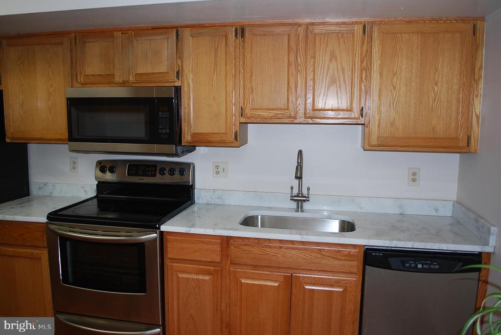 New counter top and faucet - 19928 DUNSTABLE CIR #204, GERMANTOWN