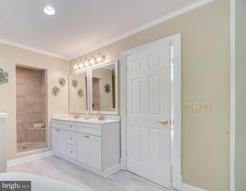 Luxury Master Bathroom - 646 HOLLY CORNER RD, FREDERICKSBURG