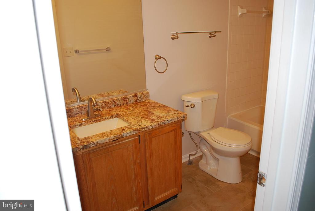 Master bath - 19928 DUNSTABLE CIR #204, GERMANTOWN